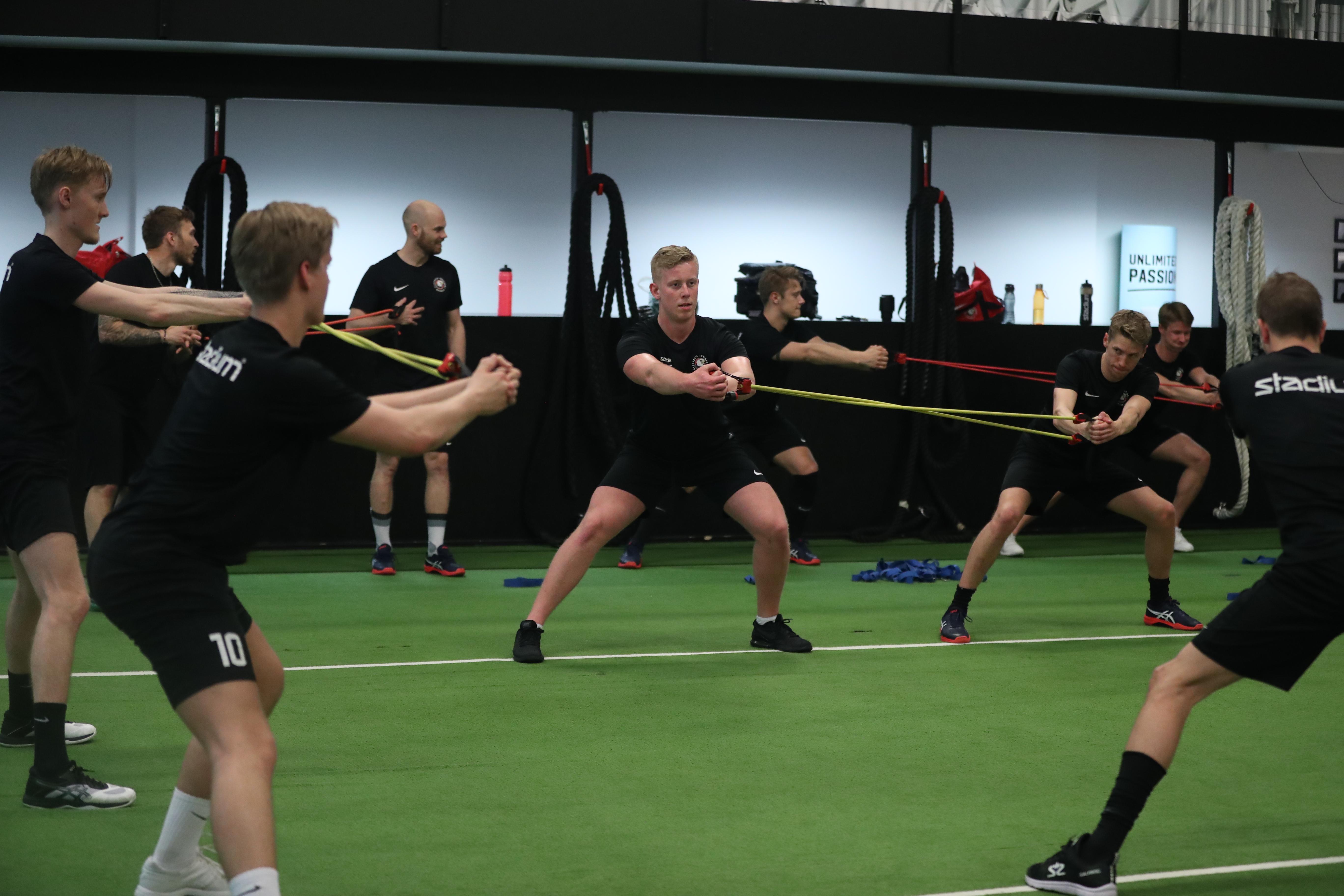 Idrottsförening tränar på UP Uppsala