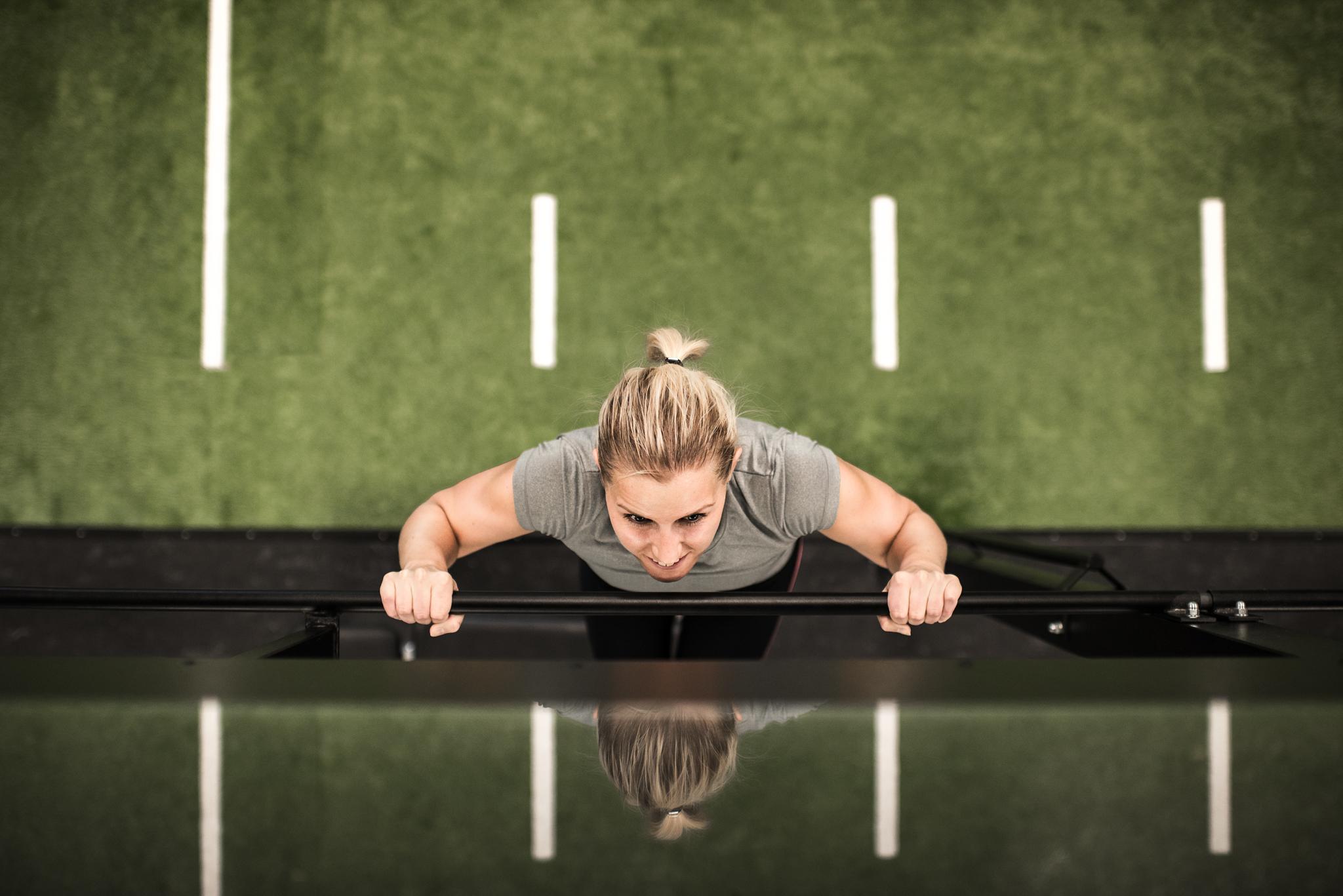 Kvinna tränar
